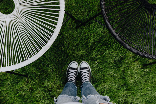 WOMAN, JEANS, SNEAKERS, GARDEN CHAIRS, GREEN GRASS